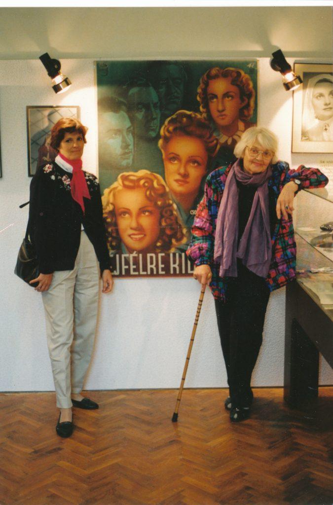 Rácz Vali és lánya, Monica Porter a göllei emlékházban