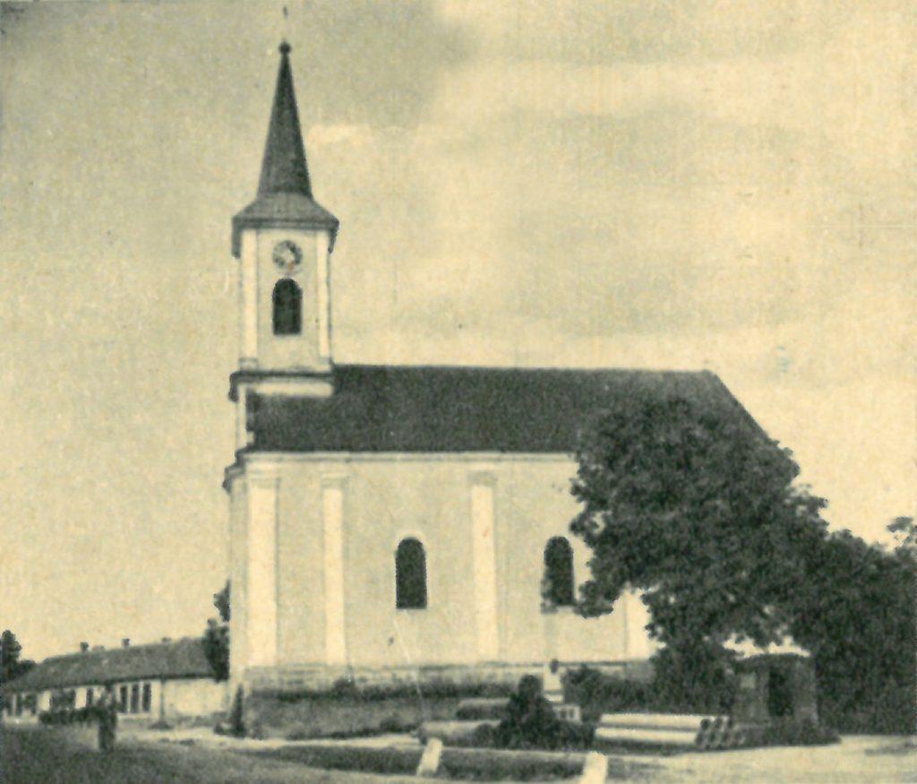 Képeslap fotó a göllei templomról (1942-43 környéke)